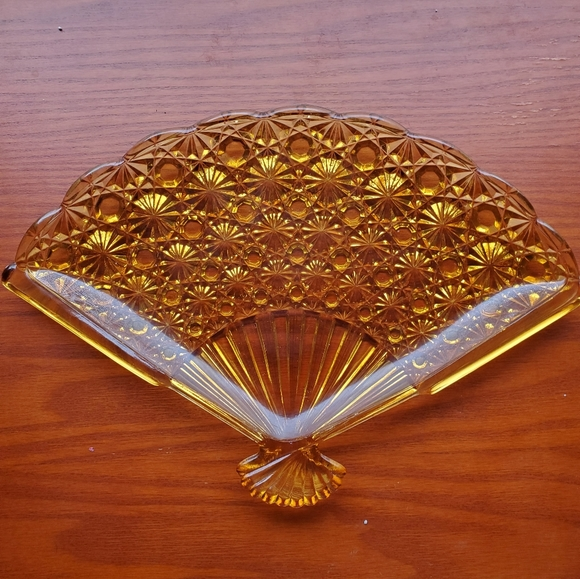 Glass Fan Dish